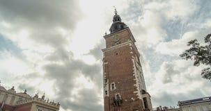 Αρχιτεκτονική Κρακοβία - ο παλαιός πύργος Δημαρχείων Σύννεφα υποβάθρου Timelapse φιλμ μικρού μήκους