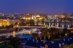 Αρχιτεκτονική λεπτομέρεια της Πράγας τη νύχτα με το φως πόλεων Στοκ εικόνα με δικαίωμα ελεύθερης χρήσης