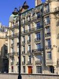 Αρχιτεκτονική με την οικοδόμηση της πρόσοψης κατά μήκος του ποταμού του Σηκουάνα, Παρίσι, Γαλλία Στοκ Εικόνα