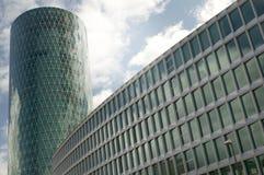 αρχιτεκτονική που χτίζει στενό σύγχρονο επάνω Στοκ Εικόνα