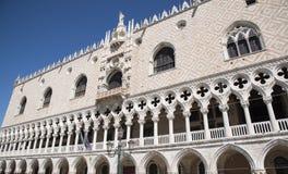 Αρχιτεκτονική πρόσοψη λεπτομερειών Doge ` s του παλατιού Palazzo Ducale, Βενετία, Ιταλία Στοκ Εικόνα