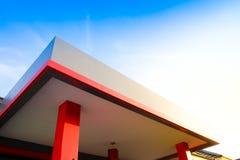 Αρχιτεκτονική - σύγχρονο κόκκινο κτήριο Στοκ Εικόνες