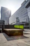 αρχιτεκτονική σύγχρονο Π& χρυσή ιδιοκτησία βασικών πλήκτρων επιχειρησιακής έννοιας που φθάνει στον ουρανό Στοκ εικόνες με δικαίωμα ελεύθερης χρήσης