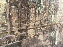 Αρχιτεκτονική της Καμπότζης Bas-ανακούφιση που απεικονίζει τα ιστορικές γεγονότα και τις καθημερινές ζωές Γλυπτική τοίχων του Khm Στοκ εικόνες με δικαίωμα ελεύθερης χρήσης