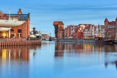 Αρχιτεκτονική της παλαιάς πόλης στο Γντανσκ στο σούρουπο Στοκ Εικόνες
