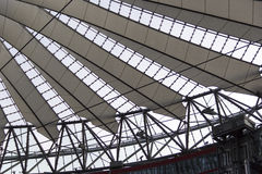 Αρχιτεκτονική της Sony, Βερολίνο, δομή, γεωμετρικός, simetric, ουρανός, ουρανοί Στοκ εικόνα με δικαίωμα ελεύθερης χρήσης