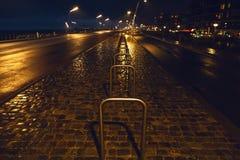 Αρχιτεκτονική του σύγχρονου κέντρου πόλεων της Χάγης Χάγη τη νύχτα netherlands Στοκ φωτογραφίες με δικαίωμα ελεύθερης χρήσης