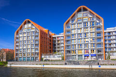 Αρχιτεκτονική των σύγχρονων διαμερισμάτων στον ποταμό Motlawa στο Γντανσκ Στοκ φωτογραφία με δικαίωμα ελεύθερης χρήσης