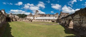 Αρχιτεκτονικός σύνθετος Λα Recoleccion στη Αντίγκουα, Guetemala Είναι μια προηγούμενη εκκλησία και το μοναστήρι της διαταγής ανακ στοκ εικόνα