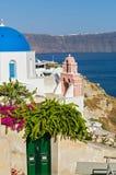 αρχιτεκτονικό ύφος santorini νησιών της Ελλάδας θόλων των Κυκλάδων εκκλησιών παραδοσιακό Στοκ Φωτογραφία