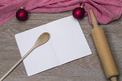 αρωματικά καρυκεύματα μελοψωμάτων μπισκότων Χριστουγέννων ψησίματος Στοκ εικόνα με δικαίωμα ελεύθερης χρήσης