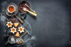 αρωματικά καρυκεύματα μελοψωμάτων μπισκότων Χριστουγέννων ψησίματος Στοκ Εικόνα