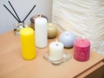 Αρωματικά κεριά σε έναν πίνακα Στοκ Φωτογραφία