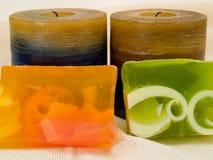Αρωματικά σαπούνια και κεριά Στοκ φωτογραφία με δικαίωμα ελεύθερης χρήσης