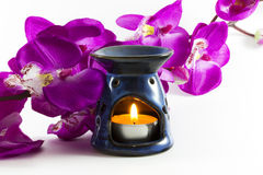 Αρωματικοί λαμπτήρας και λουλούδι Στοκ εικόνα με δικαίωμα ελεύθερης χρήσης