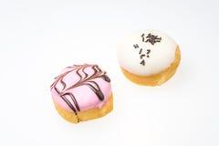 Αρωματικό φράουλα doughnut και άσπρο αρωματικό σοκολάτα doughnut Στοκ Φωτογραφίες