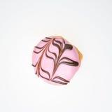 Αρωματικό φράουλα doughnut Ολοκληρωμένος με τη σοκολάτα Στοκ Εικόνες