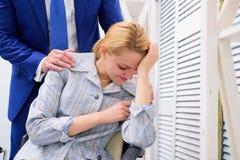 ασέβεια Σεξουαλική παρενόχληση στο επιχειρησιακό γραφείο Εάν είστε μάρτυρας της παραβίασης δικαιωμάτων στοκ εικόνες