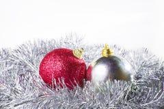 Ασήμι και κόκκινο διακοσμήσεων Χριστουγέννων Στοκ φωτογραφία με δικαίωμα ελεύθερης χρήσης
