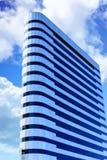 Ασήμι και ο Μαύρος στα αυξομειούμενα σύννεφα στοκ φωτογραφίες με δικαίωμα ελεύθερης χρήσης