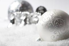 ασήμι Χριστουγέννων μπιχλιμπιδιών Στοκ φωτογραφία με δικαίωμα ελεύθερης χρήσης