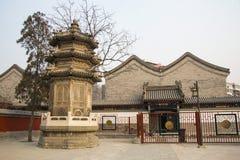 Ασία Κίνα, Πεκίνο, άσπρος πύργος ¼ ŒLandscape architectureï ¼ Œancient ναών ï σύννεφων Στοκ εικόνα με δικαίωμα ελεύθερης χρήσης