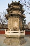 Ασία Κίνα, Πεκίνο, άσπρος πύργος ¼ ŒLandscape architectureï ¼ Œancient ναών ï σύννεφων Στοκ Φωτογραφία