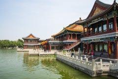 Ασία Κίνα, Πεκίνο, πάρκο λιμνών Longtan, θερινό τοπίο, το παλαιό κτήριο, περίπτερο Στοκ φωτογραφία με δικαίωμα ελεύθερης χρήσης