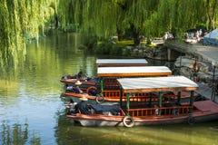 Ασία Κίνα, Πεκίνο, παλαιό θερινό παλάτι, σκηνή λιμνών, ένα κρουαζιερόπλοιο Στοκ Εικόνες