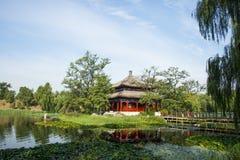 Ασία Κίνα, Πεκίνο, παλαιό θερινό παλάτι, τοπίο κήπων, λίμνη, περίπτερο Στοκ Εικόνες