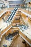 Ασία Κίνα, Πεκίνο, plaza αγορών λουλακιού, εσωτερική δομή κτηρίου Στοκ εικόνες με δικαίωμα ελεύθερης χρήσης