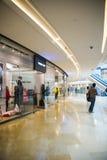 Ασία Κίνα, Πεκίνο, plaza αγορών λουλακιού, εσωτερική δομή κτηρίου Στοκ Εικόνες