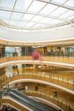 Ασία Κίνα, Πεκίνο, plaza αγορών λουλακιού, εσωτερική δομή κτηρίου Στοκ Φωτογραφία