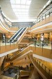 Ασία Κίνα, Πεκίνο, plaza αγορών λουλακιού, εσωτερικό κτήριο structureï ¼ Œescalator Στοκ φωτογραφία με δικαίωμα ελεύθερης χρήσης