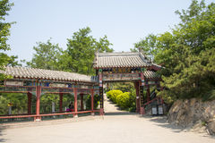 Ασία κινέζικα, Πεκίνο, βόρειο παλάτι, Forest Park, κτήριο κήπων, αρχιτεκτονική κήπων, πόρτα, διάδρομος στοκ φωτογραφία
