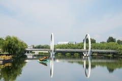 Ασία κινέζικα, Πεκίνο, πάρκο Jianhe, αρχιτεκτονική τοπίων, γέφυρα σιδηροδρόμων, Στοκ φωτογραφία με δικαίωμα ελεύθερης χρήσης