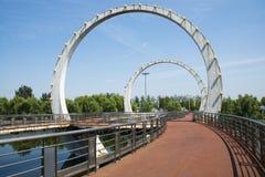 Ασία κινέζικα, Πεκίνο, πάρκο Jianhe, αρχιτεκτονική τοπίων, γέφυρα σιδηροδρόμων, Στοκ Φωτογραφία
