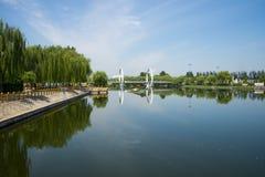 Ασία κινέζικα, Πεκίνο, πάρκο Jianhe, γέφυρα σιδηροδρόμων Œ Lakeviewï ¼, Στοκ εικόνες με δικαίωμα ελεύθερης χρήσης