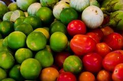 Ασβέστες και ντομάτες Στοκ φωτογραφία με δικαίωμα ελεύθερης χρήσης