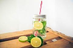 Ασβέστης Limonade μεντών στο ξύλινο κιβώτιο Στοκ φωτογραφία με δικαίωμα ελεύθερης χρήσης