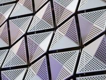 Ασημένια γεωμετρική επένδυση χάλυβα με τα γωνιακά σχέδια στοκ εικόνα