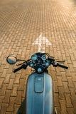 Ασημένια εκλεκτής ποιότητας μοτοσικλέτα συνήθειας caferacer Στοκ Εικόνα