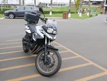 Ασημένια και μαύρη μοτοσικλέτα της BMW σε Chorrillos, Λίμα Στοκ εικόνα με δικαίωμα ελεύθερης χρήσης
