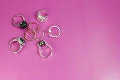 Ασημένια και χρυσά δαχτυλίδια Στοκ Φωτογραφίες