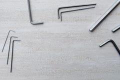Ασημένια κλειδιά δεκαεξαδικού σε ένα άσπρο υπόβαθρο στοκ εικόνες