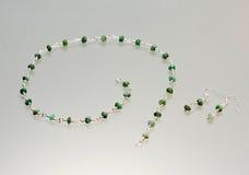 Ασημένια κοσμήματα με τους ζωηρόχρωμους πολύτιμους λίθους Στοκ Εικόνες