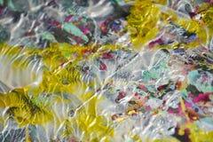 Ασημένια κόκκινα χρυσά χρώματα, παφλασμοί, χρώμα watercolor κτυπημάτων βουρτσών Αφηρημένο υπόβαθρο χρωμάτων Watercolor Στοκ εικόνα με δικαίωμα ελεύθερης χρήσης