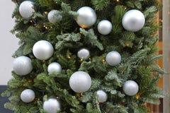 Ασημένια μπιχλιμπίδια Χριστουγέννων στοκ φωτογραφίες με δικαίωμα ελεύθερης χρήσης