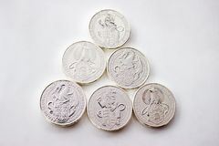 Ασημένια νομίσματα από τη βρετανική μέντα στοκ φωτογραφίες