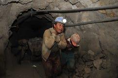 Ασημένια παραγωγή στο ορυχείο στοκ φωτογραφίες